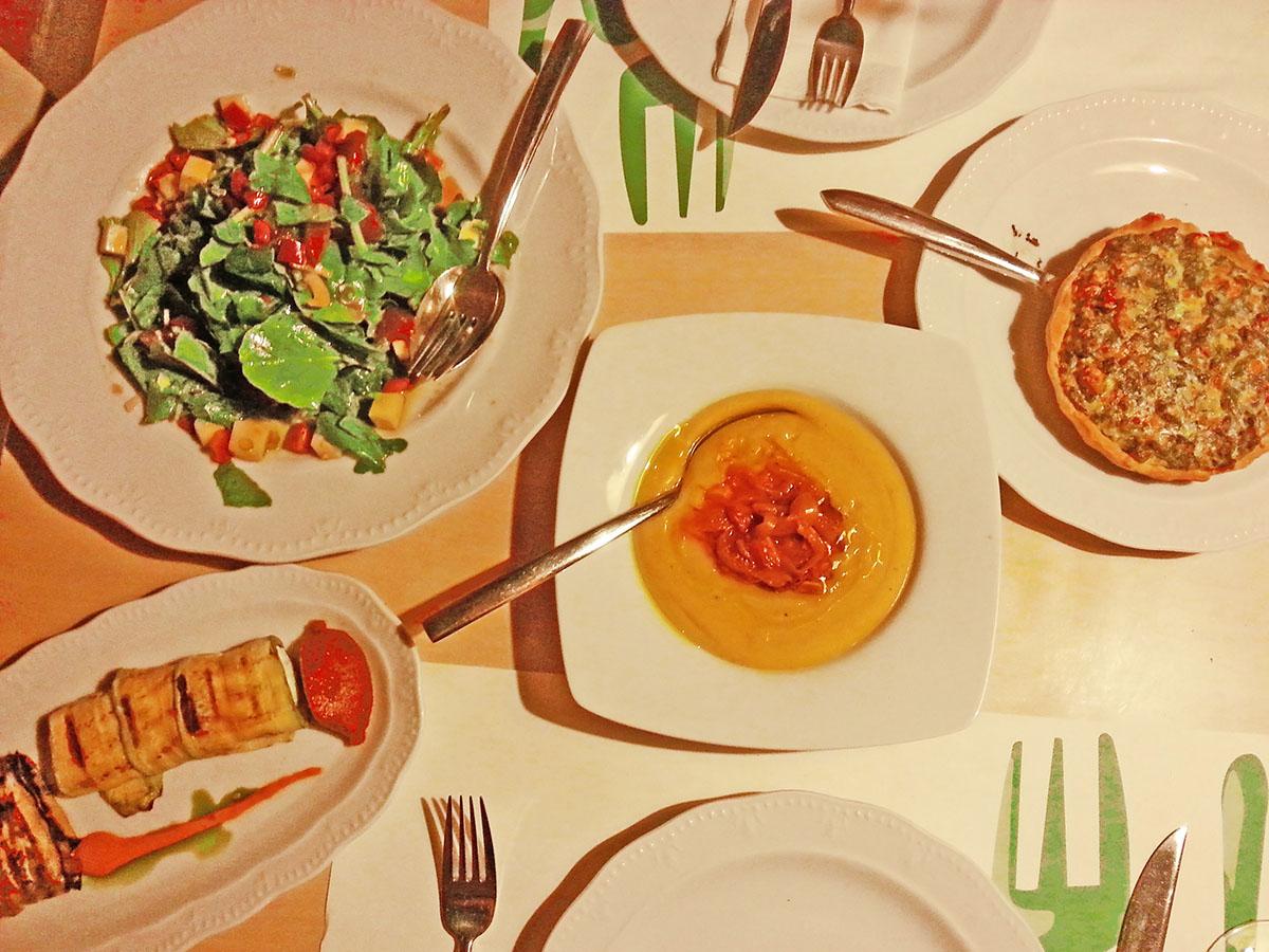 tinos-greek-island-beaches-tourism-vacation-itan-ena-mikro-karavi-food