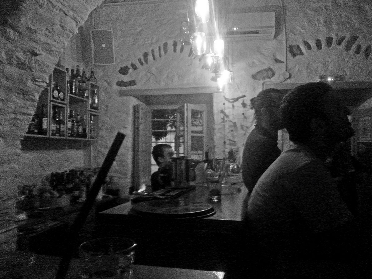 amorgos-cyclades-island-endless-blue-greece-summer-vacation-Lagkada-To-Pergalidi-drink-bar