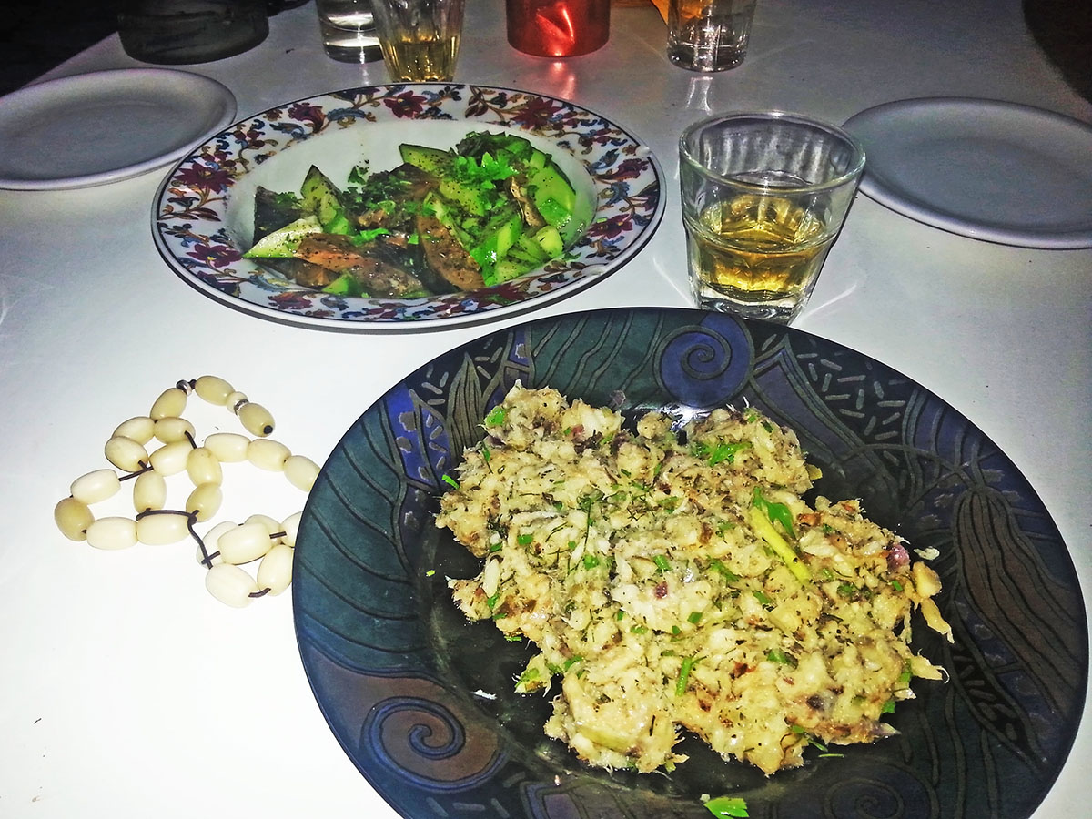 amorgos-cyclades-island-endless-blue-greece-summer-vacation-Tsagkaradiko-greek-dinner