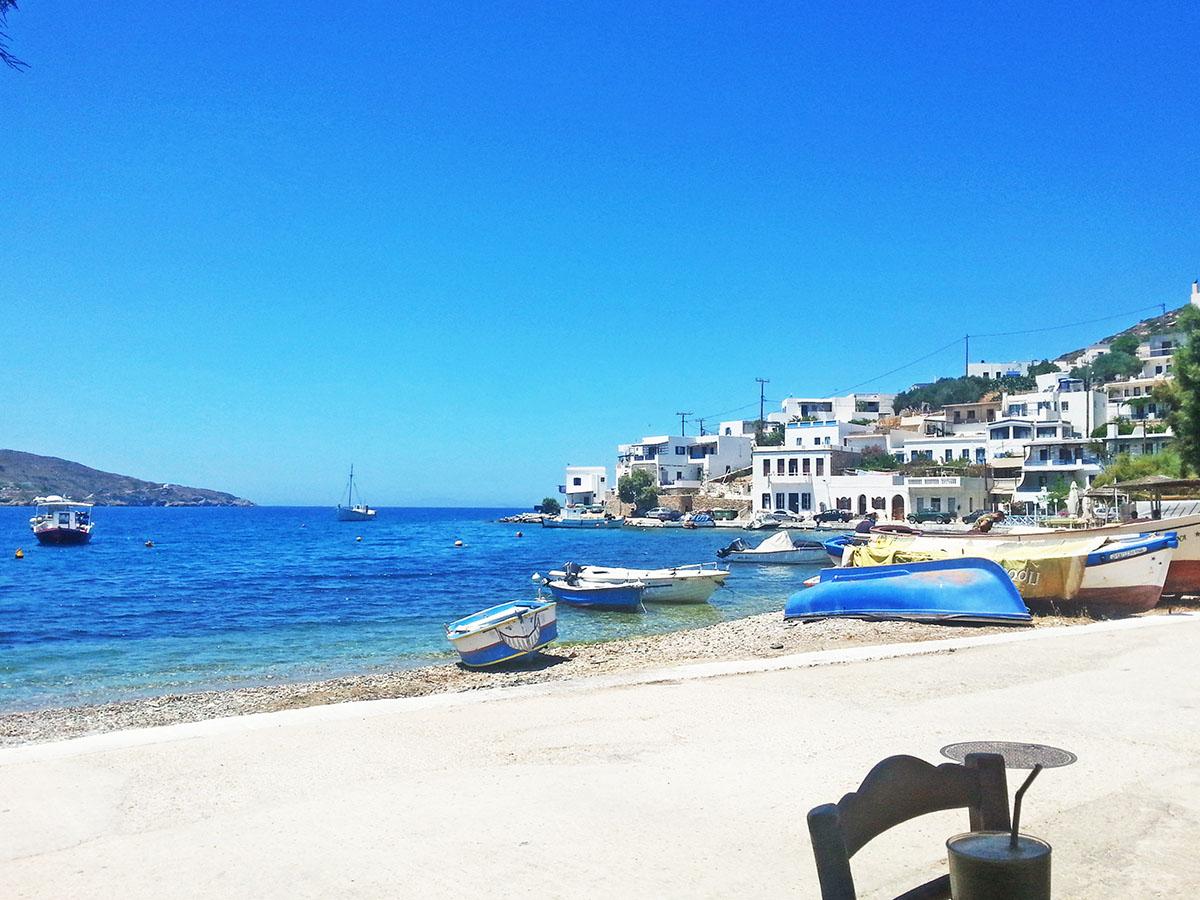 amorgos-cyclades-island-endless-blue-greece-summer-vacation-katapola-Moon-Bar