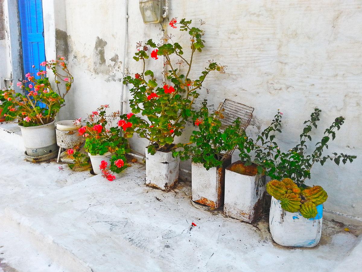 amorgos-cyclades-island-endless-blue-greece-summer-vacation-katapola-alleys
