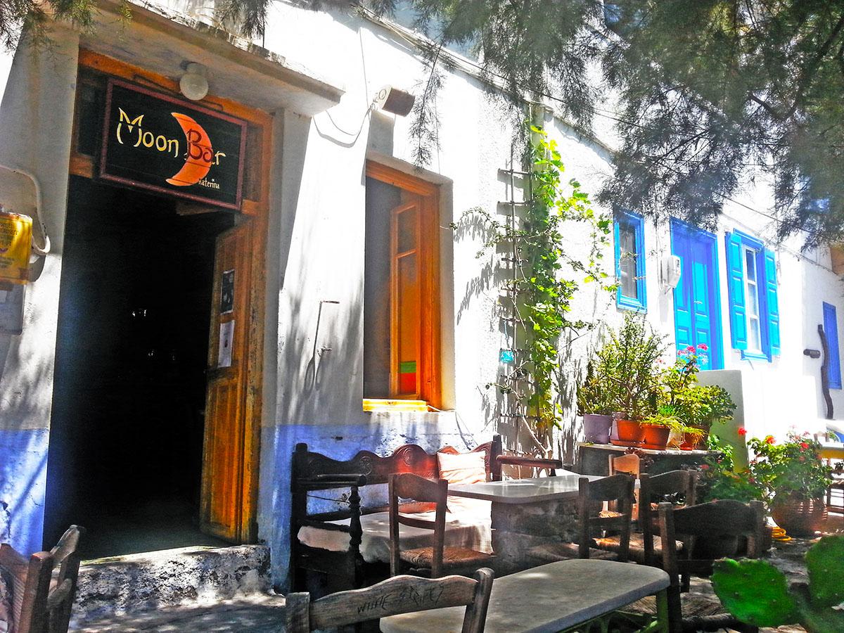 amorgos-cyclades-island-endless-blue-greece-summer-vacation-katapola-beach-Moon Bar