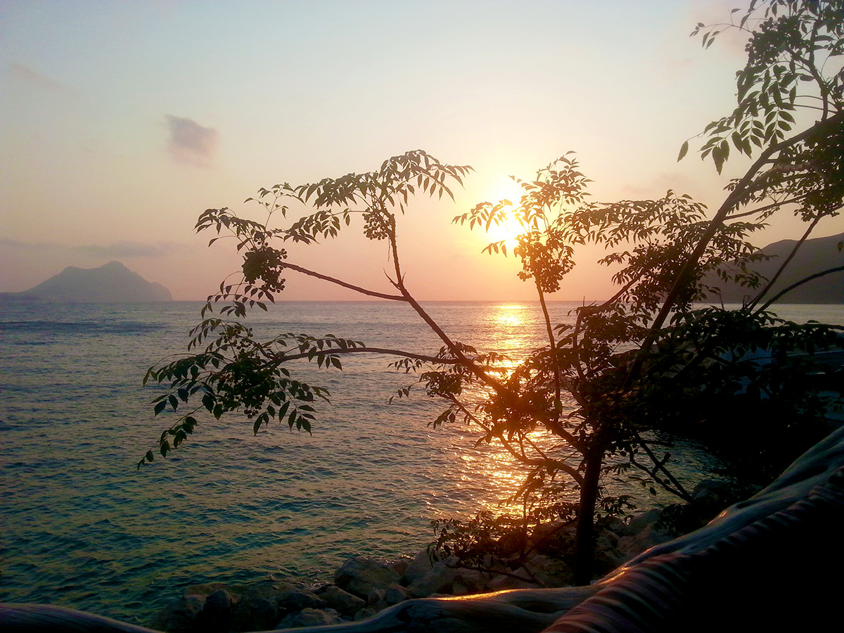 amorgos-island-endless-blue-greece-aegiali-summer-vacation-Amorgis-bar