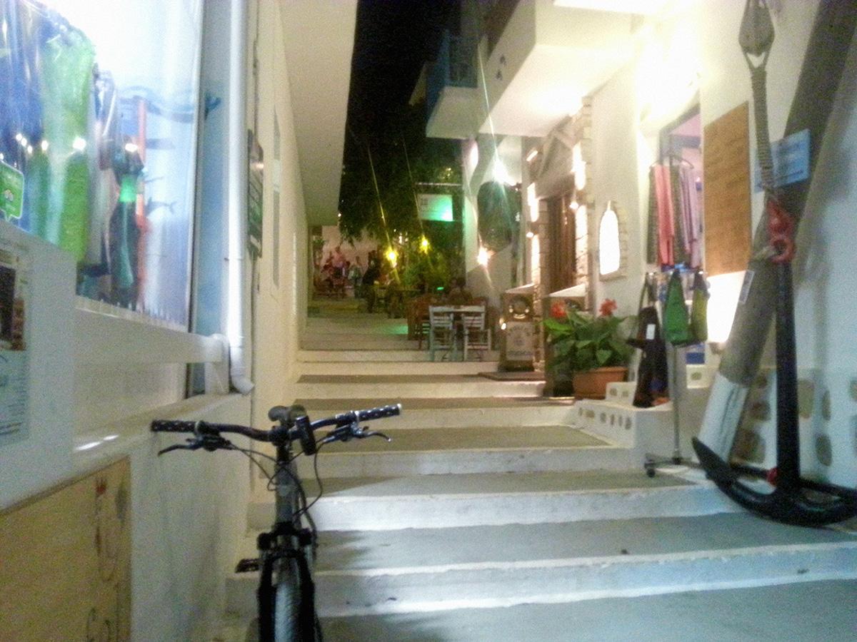amorgos-island-endless-blue-greece-summer-vacation-alleys