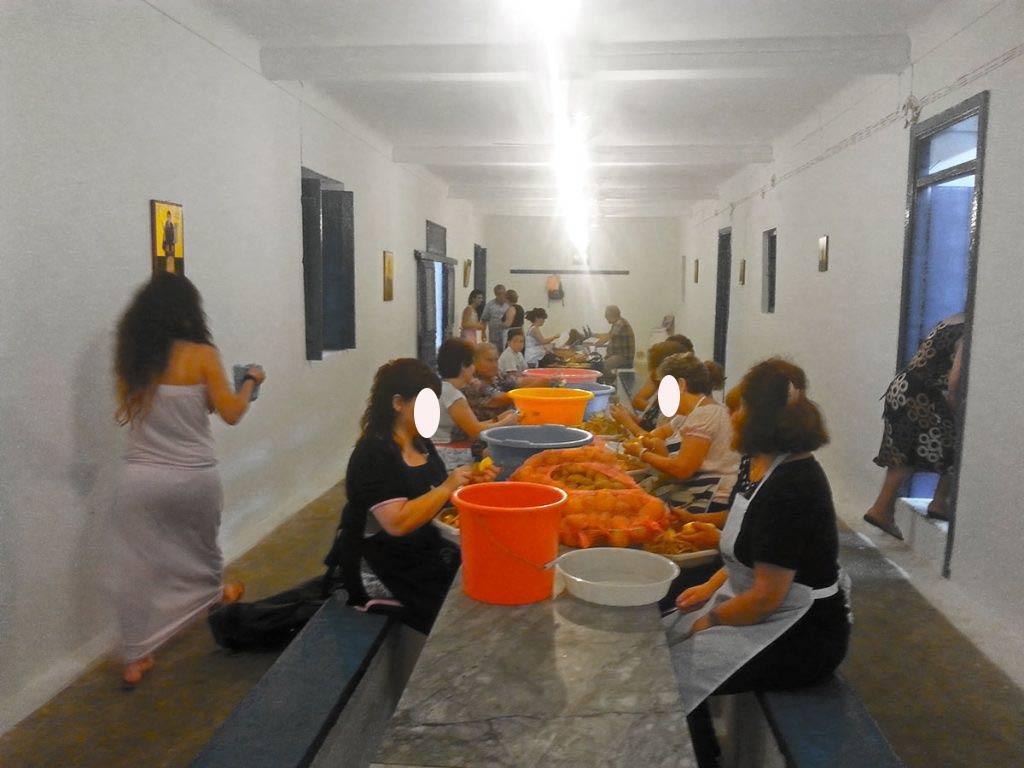 amorgos-cyclades-island-endless-blue-greece-summer-vacation-Panigiri-Agia Paraskevi Fest-kitchen