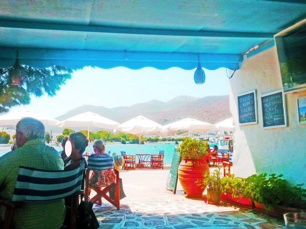amorgos-cyclades-island-endless-blue-greece-summer-vacation-katapola-Cafe-Bar _Le Grand Bleu