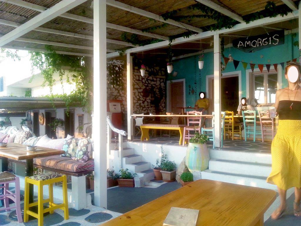 amorgos-island-endless-blue-greece-summer-vacation-Amorgis-bar-aegiali