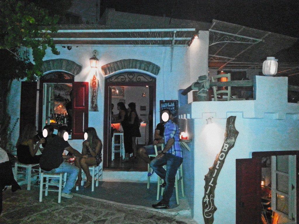 amorgos-island-endless-blue-greece-summer-vacation-Botilla Bar-relax-time
